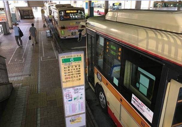 藤沢駅バス乗り場の風景