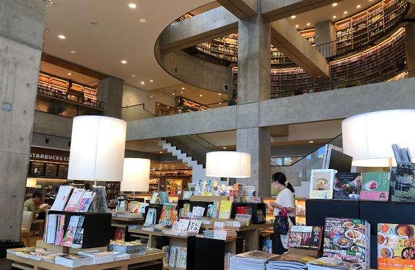 海老名中央図書館内風景①